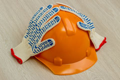Construction helmet and gloves Royalty Free Stock Photography