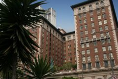 Construction historique d'hôtel à Los Angeles, la Californie image libre de droits