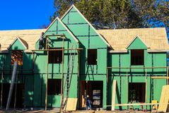 Construction of large home with workers on scaffolding - Tulsa Oklahoma USA 11-08-2017 stock image