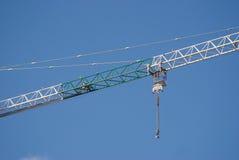 Construction levant la pièce de grondement de grue Photo libre de droits