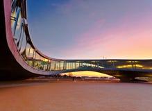 Construction moderne au coucher du soleil Images libres de droits