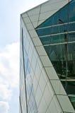 Construction moderne avec le ciel bleu Photos libres de droits