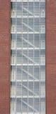 Construction moderne avec les cages d'escalier entièrement visibles Images stock