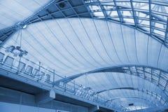 Construction moderne d'architecture dans l'aéroport de Bangkok. Photo libre de droits