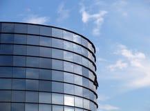Construction moderne et ciel bleu Photographie stock