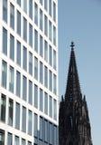 Construction moderne et vieille église Photos libres de droits