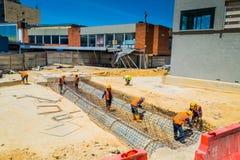Construction non identifiée de travailleurs de la construction nouvelle Photos libres de droits