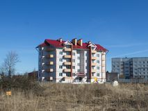 Construction résidentielle à plusiers étages neuve photographie stock libre de droits