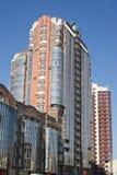Construction résidentielle avec la façade glassed Photographie stock libre de droits