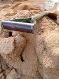 A construction shovel on sand Royalty Free Stock Photography