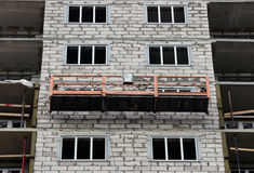 Construction suspended cradle without workers on a newly built high-rise building Royalty Free Stock Images