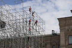 Construction travaillant au mur Image stock