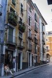 Construction typique de maisons dans la vieille ville de la ville de Cuenc Image stock