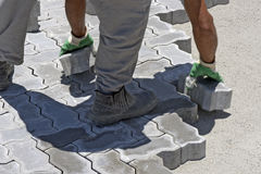 Construction worker laying concrete tiles Royalty Free Stock Photography