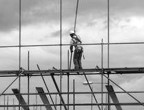 Construction worker on scaffold Royalty Free Stock Images