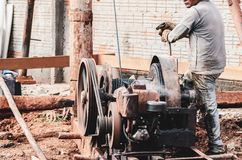 Construction worker using a pile driver. Bate-estacato dig the soil and make the foundation to support the building. Strauss piledriver driven by a motor royalty free stock photography