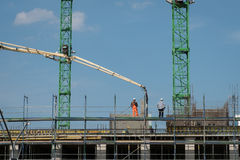 Construction workers pour concrete Royalty Free Stock Images