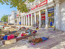 Construction workers relax at connaught place Stock Image