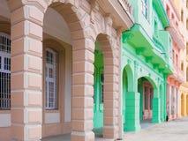 Constructions colorées à La Havane images libres de droits