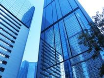 Constructions de corporation modernes avec des réflexions Image libre de droits
