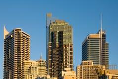Constructions de ville au crépuscule Photographie stock libre de droits