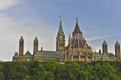 Constructions du Parlement et bibliothèque, Ottawa, Canada images stock
