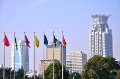 Constructions et célébration de ville de Changhaï Image stock
