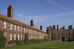 Constructions et façade de maison de palais de Hampton Court Photographie stock