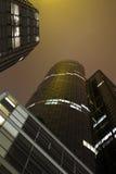 Constructions financières la nuit Photos libres de droits