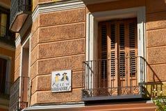 Constructions historiques avec des avants de lacet de Madrid photo stock