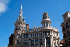 Constructions historiques avec des avants de lacet de Madrid images libres de droits