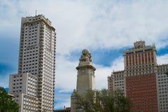 Constructions historiques avec des avants de lacet de Madrid image stock