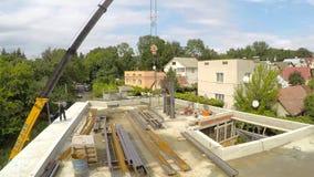 Constructions métalliques de support sur le toit utilisant une grue banque de vidéos