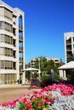 Constructions modernes de condominium photographie stock