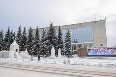 Constructions pour des enfants de neige et de glace Images stock