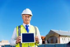 Constructor del ingeniero en el emplazamiento de la obra Imagenes de archivo