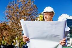 Constructor del ingeniero en el emplazamiento de la obra Fotos de archivo