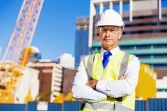 Constructor del ingeniero en el emplazamiento de la obra Foto de archivo
