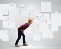 Constructor entre los cubos blancos Fotos de archivo libres de regalías