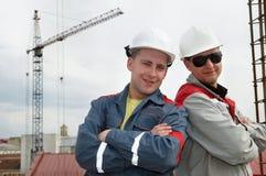 Constructores felices en el emplazamiento de la obra Imagenes de archivo