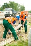 Constructores que trabajan junto Foto de archivo libre de regalías