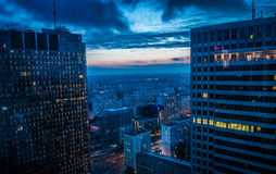 Construções altas da elevação no por do sol de Varsóvia Foto de Stock
