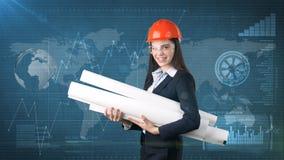 Construindo, conceito tornar-se, de consrtuction e de arquitetura - mulher de negócios no capacete alaranjado, vidros com modelo fotografia de stock