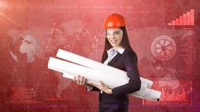 Construindo, conceito tornar-se, de consrtuction e de arquitetura - mulher de negócios no capacete alaranjado, vidros com modelo fotografia de stock royalty free