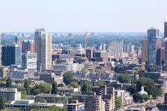 Construindo uma cidade moderna, Rotterdam, Países Baixos foto de stock royalty free