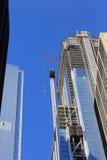 Construisant un gratte-ciel dedans en centre ville, New York Photographie stock libre de droits