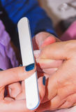 construisez les ongles artificiels, manucures, correction artificielle d'ongles, photographie stock