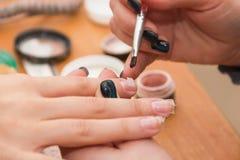 construisez les ongles artificiels, manucures, correction artificielle d'ongles, photos libres de droits