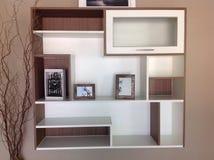 Construit dans les meubles dans le salon photos libres de droits