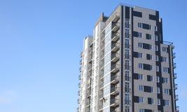 Construiu recentemente a construção residencial do multi-andar imagem de stock